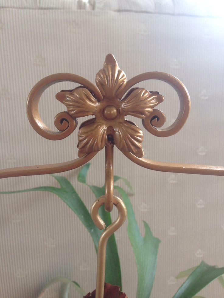 Aplicación en forma de flor para Platicero Mini Angie Oh! Hierro forjado en color bronce. Ideal para decorar cualquier espacio! Info por whatsapp 3152227007