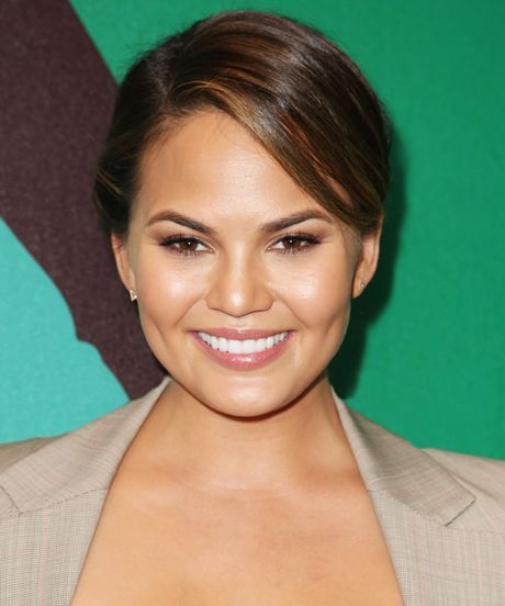 Chrissy Teigen So Delushious Cookbook - Easy Recipes   15 recipes we hope the model's first cookbook will include. #refinery29 http://www.refinery29.com/2014/11/78189/chrissy-teigen-ideas-for-cookbook