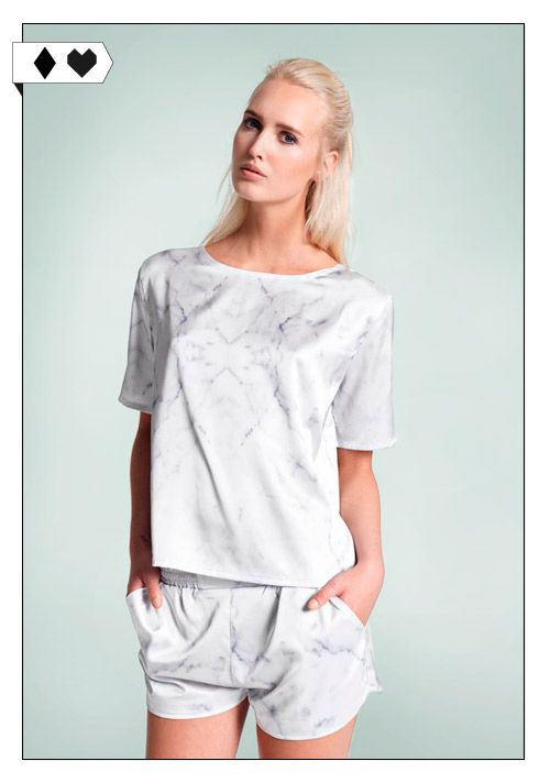 White Marble Boxy Tee (A Question Of): 95% Soft Touch Polyester, 5% Spandex. Fair hergestellt in China. VEGAN/SOCIAL/ *45€*