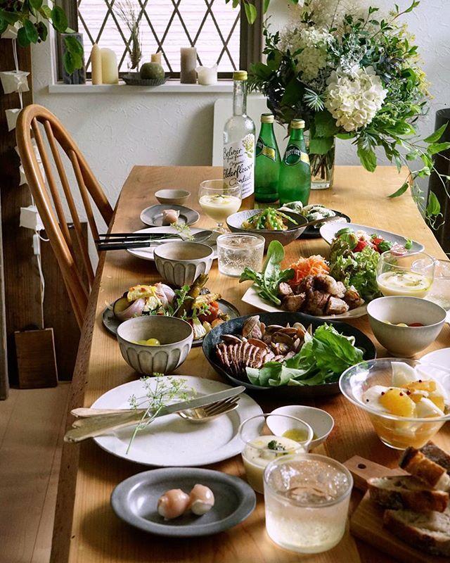 美味しくて 楽しくて 可笑しくて 心にお腹に満たされた一日。  美味しいご飯をきれいに器に盛って、 花をそっと添えてくれる チームワークある二人の素敵な時間にお邪魔してきました♪  #美味しい時間#vscocam#ロカリクッキング#ランチ#kaumo#料理 #おうちごはん#暮らし#lunch#持ちよりランチ#クッキングラム#デリスタグラマー#ロカリキッチン#うつわ#器#lin_stagrammer #foodphoto#onthetable#instafood#vscofood  #foodstagram #instagramjapan#igersjp#ig_japan#kurashiru