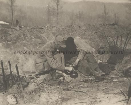BU-F-01073-1-08767 Primul război mondial. Soldaţi mâncând pe front, s. d. (sine dato) (niv.Document)