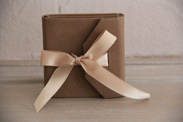 à glisser dans le sac à main de ma maman.. pour sa fêteUn projet, tout en finesse, proposé par Martine ( association Scraptoujours )