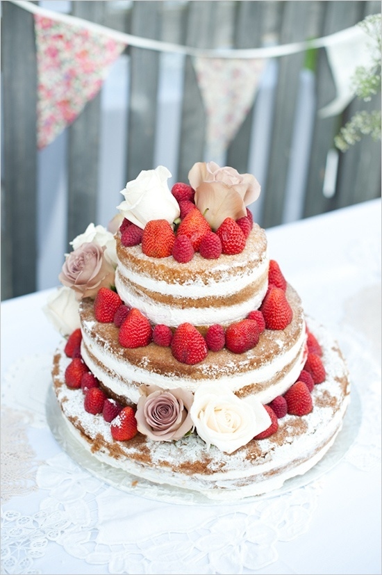 Strawberry wedding cake - http://www.pinfoody.com/strawberry-wedding-cake/