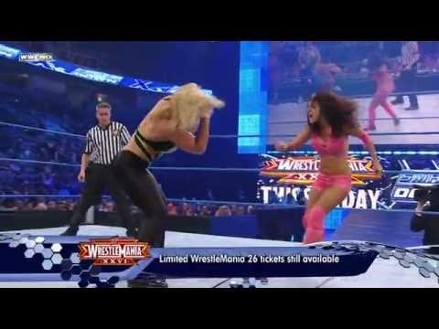 Beth Phoenix VS Vickie Guerrero !!