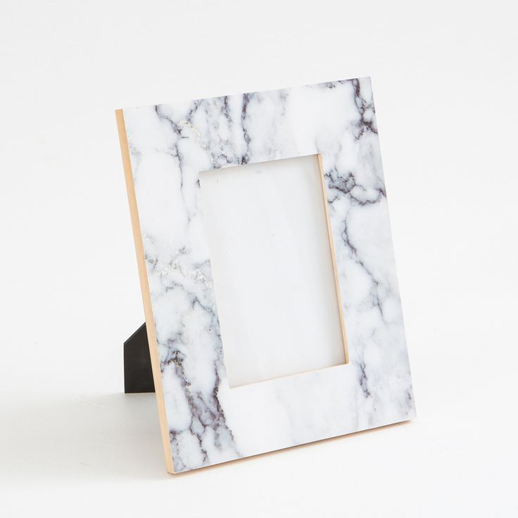 Your photos will look stunning in these chic and on-trend photo frames! Made from gorgeous imitation marble, these frames come in two sizes, perfect for layering.