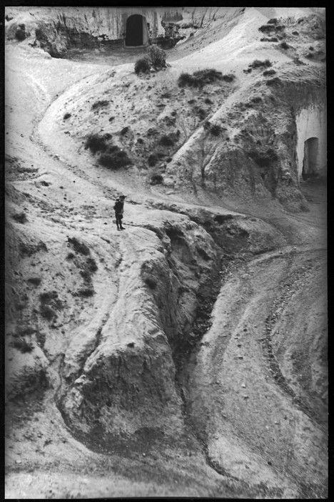 Henri Cartier-Bresson: Basilicate. Matera. ITALY. 1933. Magnum Photos -