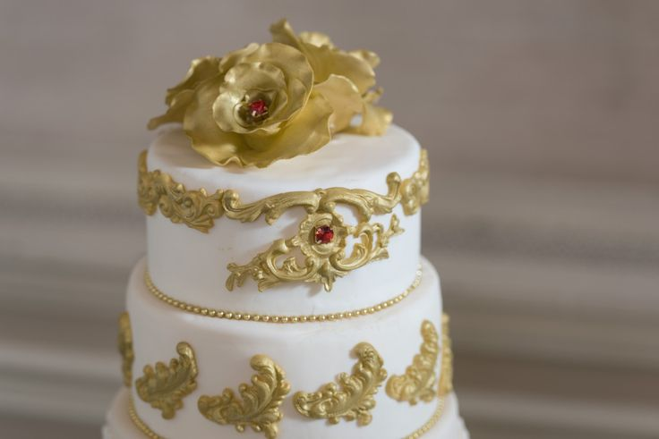 Bespoke The Wedding Event, Regal Red & Gold Wedding, Wedding Cake, Edible Cake Florals, Wedding Cake Topper
