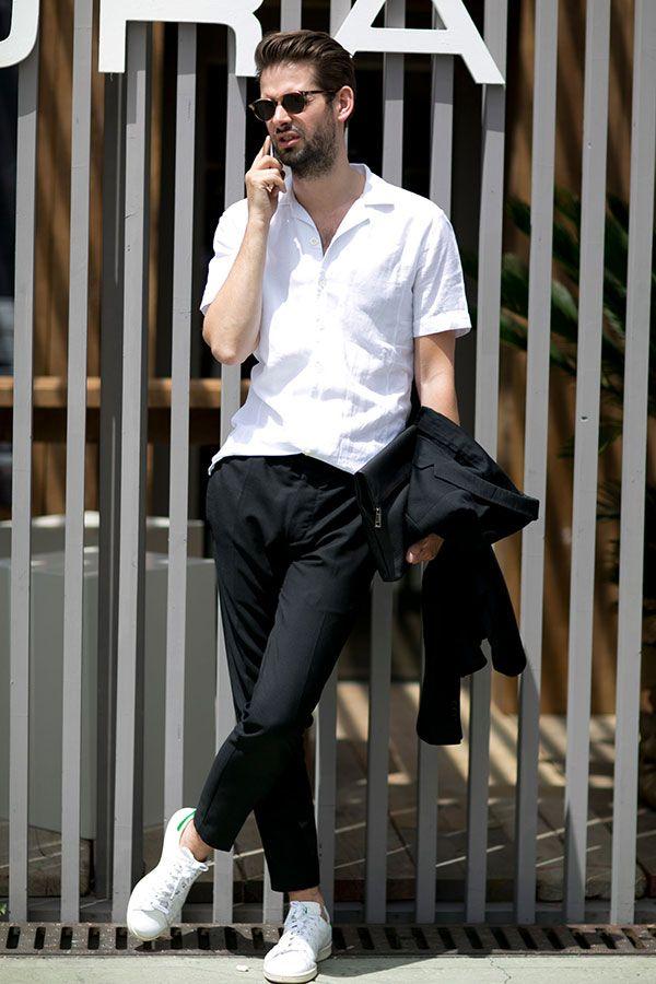 2016-06-21のファッションスナップ。着用アイテム・キーワードはPitti Uomo(ピッティ・ウォモ)90, サングラス, シャツ, スニーカー, スラックス, 半袖シャツ, 白シャツ, 黒パンツ,Pitti Uomo(ピッティ・ウォモ), アディダス(adidas)etc. 理想の着こなし・コーディネートがきっとここに。| No:148924
