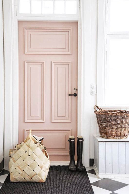 This pretty pink door makes a great first impression! The wicker baskets & checkerboard flooring add a fun flair to this fab entryway.
