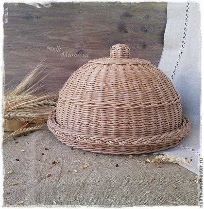 Купить или заказать Хлебница плетеная 'Добрые традиции' в интернет-магазине на Ярмарке Мастеров. Круглая хлебница с крышкой сплетена полностью из бумаги, приятного цвета светлого дерева с легким налетом патины. Она практична, легка и очень удобна в использовании. Украсит интерьер Вашей кухни, добавит домашнего уюта и тепла. Все материалы, используемые в работе, безопасны для здоровья. Уважаемые покупатели! Пожалуйста, перед покупкой, ознакомьтесь с правилами магазина www.livemaster.