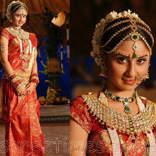 Love the tikka/headpiece, the necklace is too gaudy for my taste.