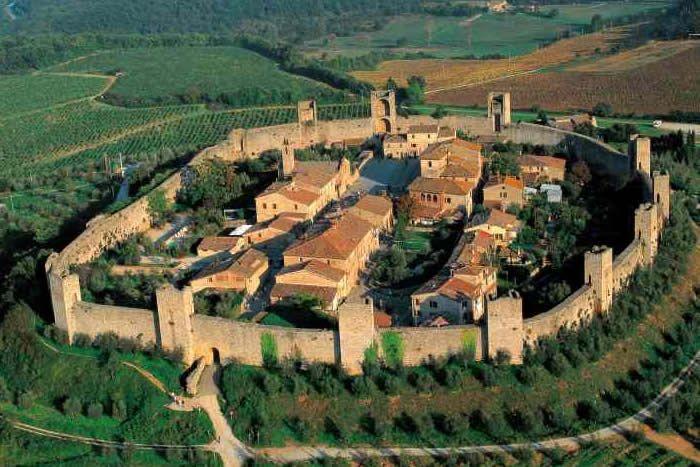Panorami della #Toscana nei dintorni del #borgo: #Monteriggioni - Views of #Tuscany in the surroundings of the #village: #Monteriggioni.