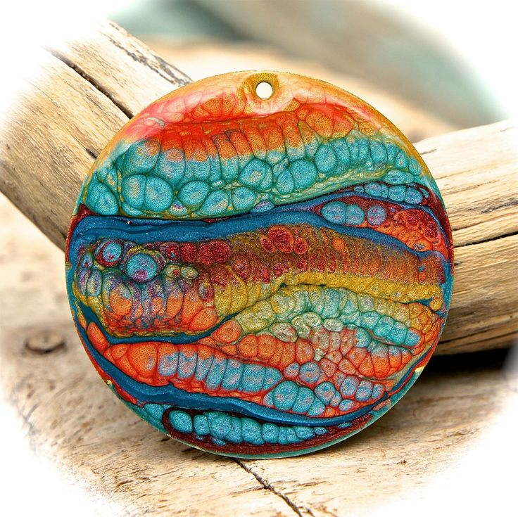 Pebeo prisme effect paints create this beautiful bubbled texture as they dry. Great color combination on this pendant.
