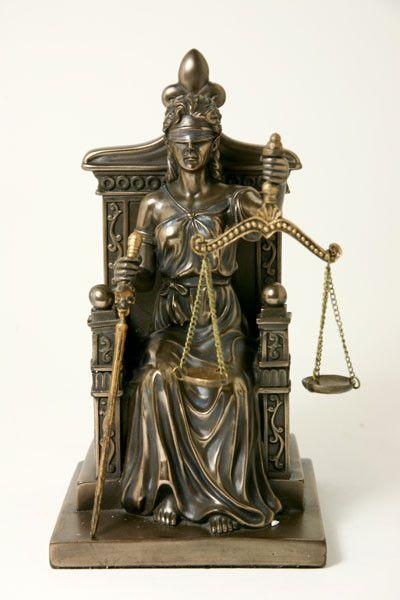 Justitia (Themis),<br />godin van de rechtspraak bij Crystal Temptation in Venlo