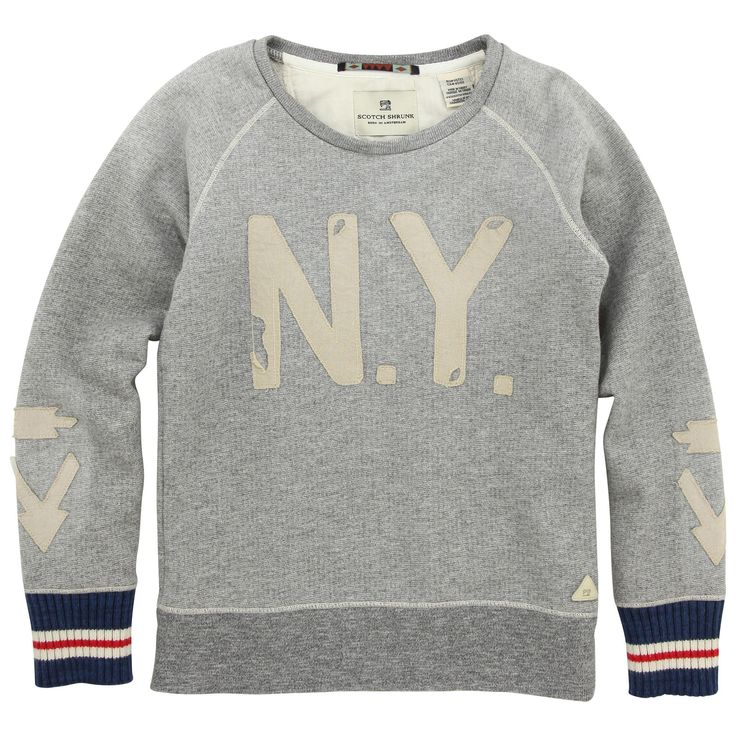 Mottled grey sweatshirt made of fleece. Round neck and long sleeves. Appliqué letters N Y on the chest. Wide blue striped ribbed knit cuffs. - 70,00 €