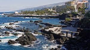 Puerto de la Cruz - Tenerife Puerto de la Cruz. . Los primeros turistas que llegaron a Canarias lo hicieron a este lugar, que no ha perdido su íntimo sabor marinero a pesar de los cientos ... http://www.webtenerife.com/tenerife/la-isla/municipios/puerto-cruz/