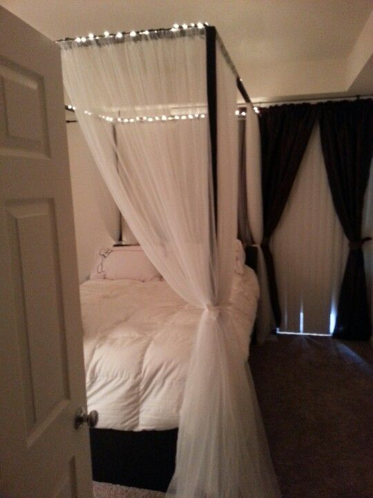 diy canopy bed with rope lights home goodness. Black Bedroom Furniture Sets. Home Design Ideas