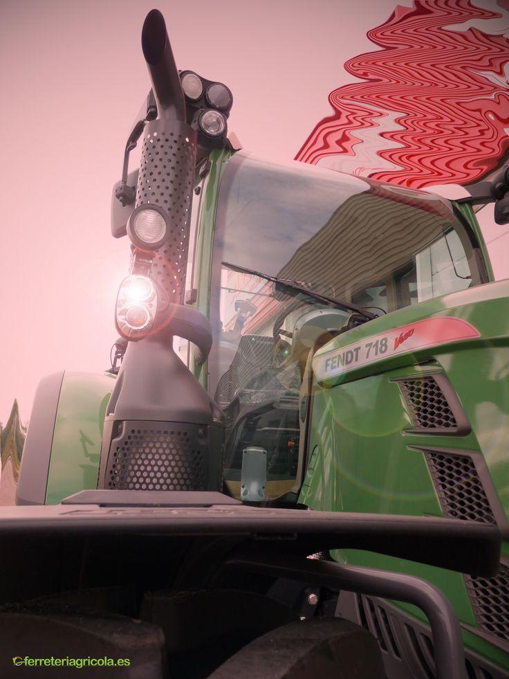 Tractor Fendt 718 4