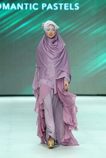 Muslim wedding dress and khimar by merry pramono, Indonesia Fashion Week 2014 #khimar #syari #wedding #hijab