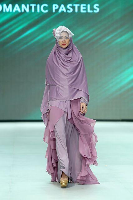 Muslim wedding dress and khimar by merry pramono, Indonesia Fashion Week 2014 #khimar #syari #wedding #hijab