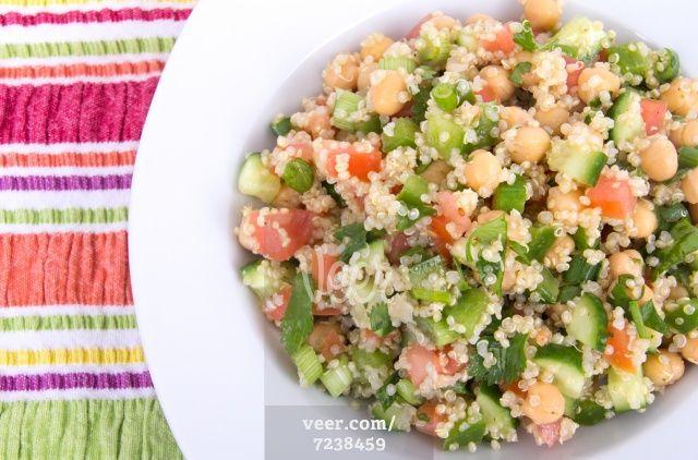 healthy quinoa salad Stock Photo - Veer.com couscous, tomate, poivrons, échalottes et pois-chiches !