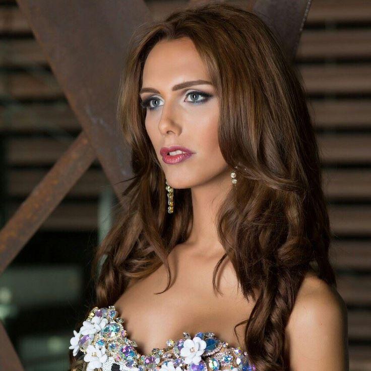 Zar De Misses : Una transexual compite por la corona de Miss Mundo...
