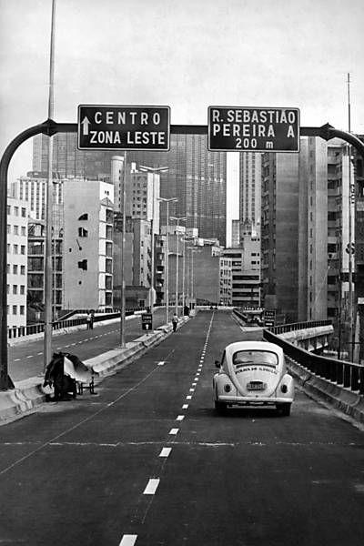 """1971 - Elevado Costa e Silva (conhecido também como """"minhocão"""")."""