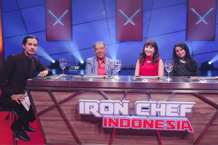 Mullie as guest judge - together with Chef Yono and Ayushita the celebrity for Iron Chef Indonesia episode 4