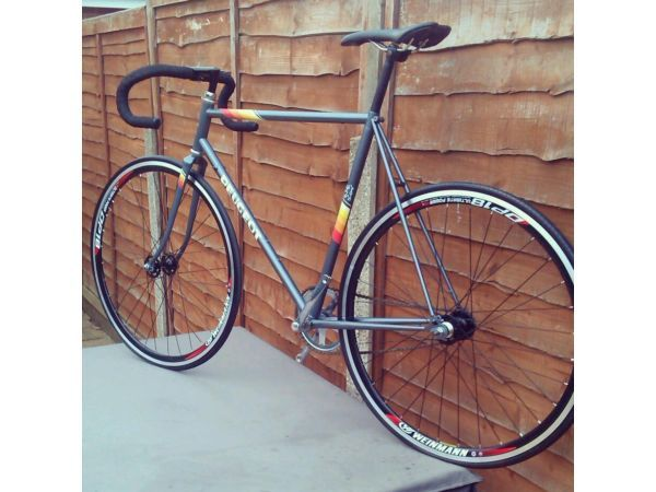 17 best images about bicycle on pinterest peugeot fixed gear and track. Black Bedroom Furniture Sets. Home Design Ideas