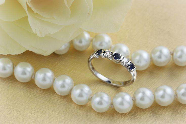 Inel cu Safir si Diamant Dama Aur Alb 18kt cu 3 Safire Rotunde si 2 Diamante Rotund Briliant Model.#: RDS367W
