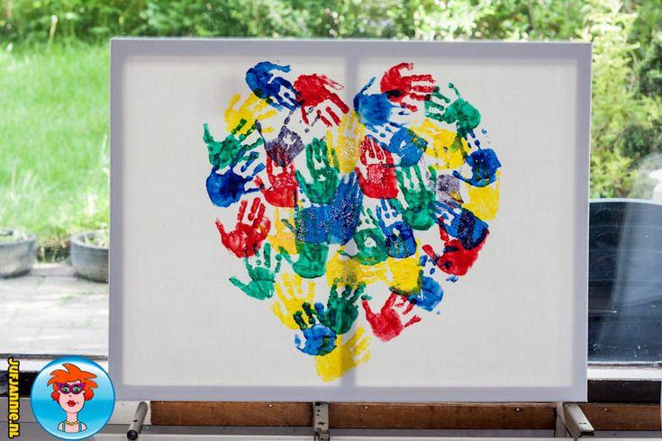 Schilderij van handjes voor moederdag - knutselen