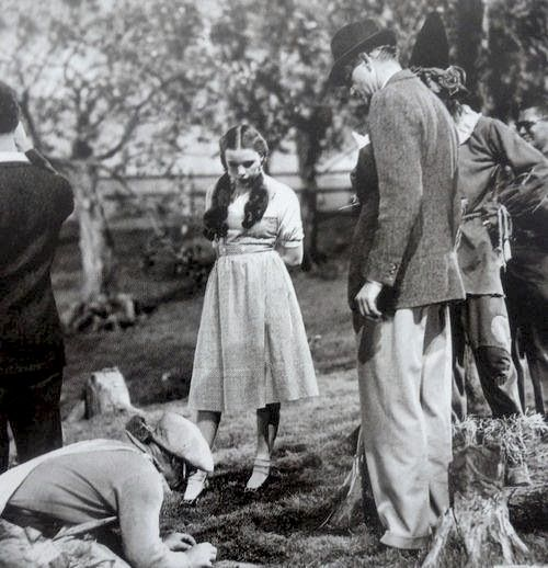 1939 on the set of The Wizard of Oz. Judy Garland and crew.