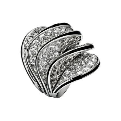 Paris Nouvelle Vague ring available at Cartier. Fluid curves hemmed with diamonds, in a soft wave-like design. The stones sparkle against the hypnotic black of the lacquer or illuminate pink or white gold. This play of shimmering reflections flickers between shadow and light.