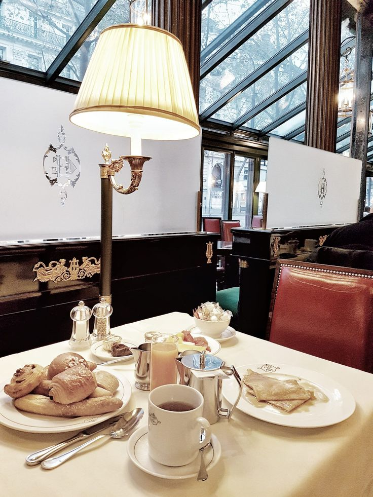 Starting the day with a breakfast at Café  de la Paix