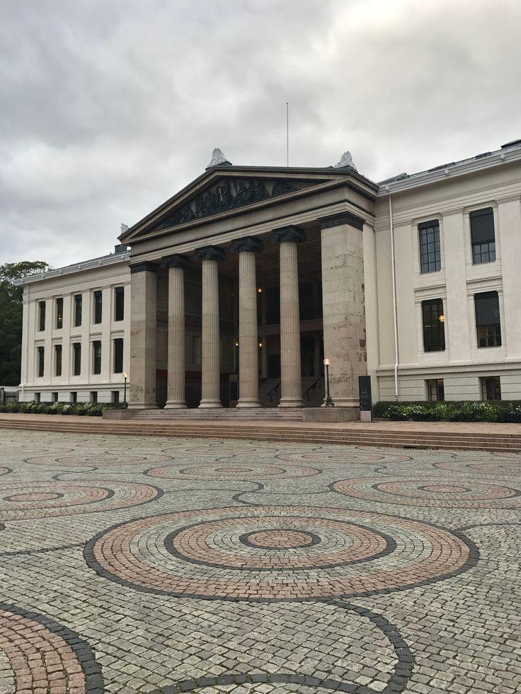 Universidade em Oslo