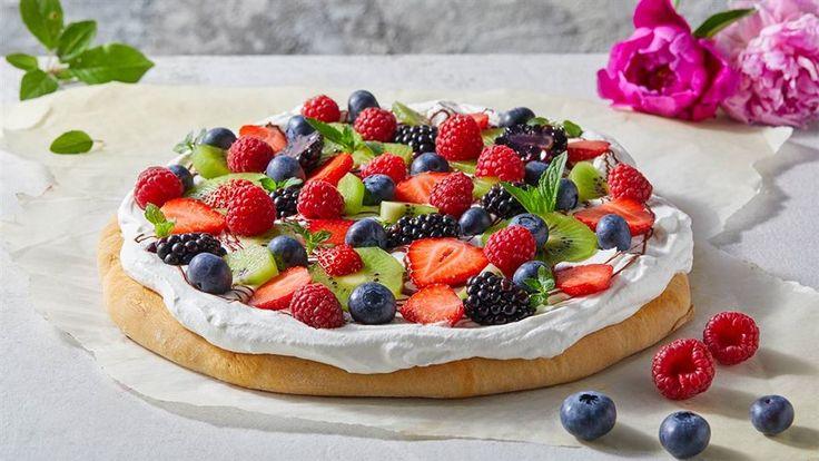 W Kuchni Lidla może wydarzyć się wszystko! Tym razem Paweł Małecki zabrał się do przygotowania pizzy na słodko – z owocami i bitą śmietaną!