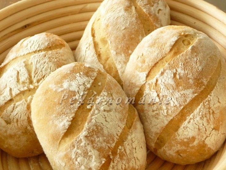 Občas zůstává kousek zbylého chleba a pokud už s ním nechci podarovat naši drůbež, zrecykluji ho do dalamánků. Suroviny: na kvásek 50 ml vlažné vody lžička cukru 15 g droždí 50 g hladké mouky Dále : 140 g oschlého staršího chleba (2-3 krajíce) 200 g horké vody lžíce oleje lžička soli lžička kmínu lžíce žitné…