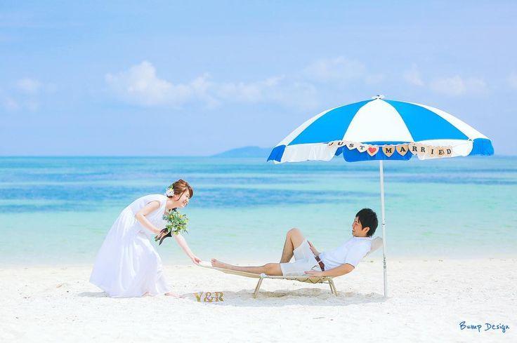 #ビーチパラソル ねぇねぇ 寝てないで遊びいこーよー 新郎さん休んでる場合じゃないですよ笑 海では最強のアイテムですね 海水浴場で借りて頂きました笑 沖縄ならプライベートビーチ付きのホテルで 貸してもらえますよね ぜひパラソルを ウエディング仕様にして 撮ってみてはどうでしょう 可愛いビーチフォト 間違いなしです #八重山フォト祭り#沖縄フォト祭り #loves_okinawa#プレ花嫁 #日本中のプレ花嫁さんと繋がりたい #結婚式準備 #ドレス試着 #前撮り#ウェディングフォト#ロケーションフォト#ウェディングドレス #沖縄#宮古島#竹富島#沖縄ウェディング #コンドイビーチ