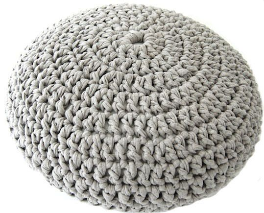 great free pattern / dimension info for t-shift yarn pouf 50cm diameter needs 270 yards pouf 60cm diameter needs 405 yards