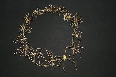 Patricia Kamps,: Spinnen colier spider collier, memento mori conceptual art, Sieraden, taxidermy art taxidermy jewelry, contemporary art, taxidermie, hedendaagse kunst