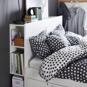 Une tête de lit avec rangements latéraux, IKEA