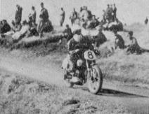 1955年 浅間高原レース  125cc 5位の山下林作(スズキ)