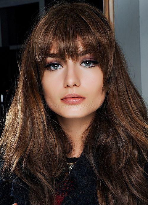 női frizurák hosszú hajból - hosszú kiengedett haj frufuval