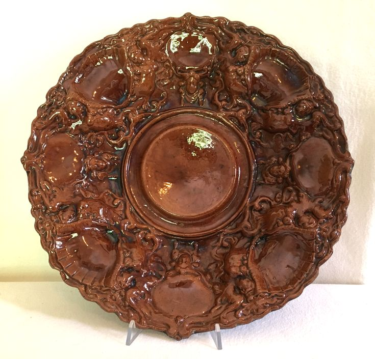 Gran piatto da parata, terracotta bruna, XVIII secolo,