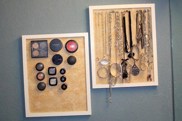 Pon todo tu maquillaje en un corcho magnético. | 23 Consejos para sacarle todo el provecho a un baño chiquito