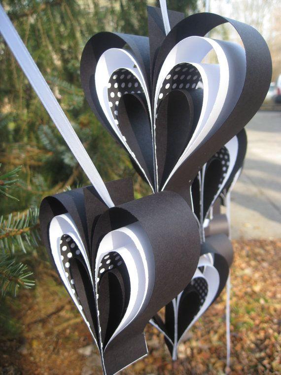DOS guirnaldas de corazones blanco y negro. Juego por TreeTownPaper