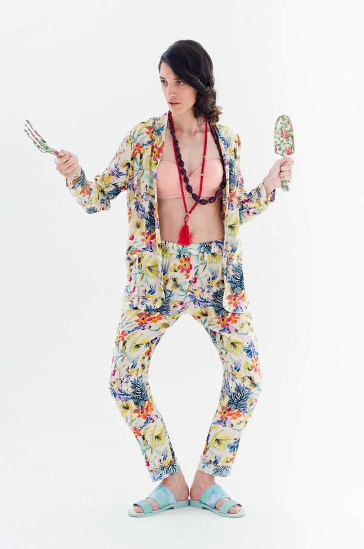 Floral Jacket & pants | Antonella Boutique #Yerse #floral #fashion #boutique #Miista #AntonellaBoutique