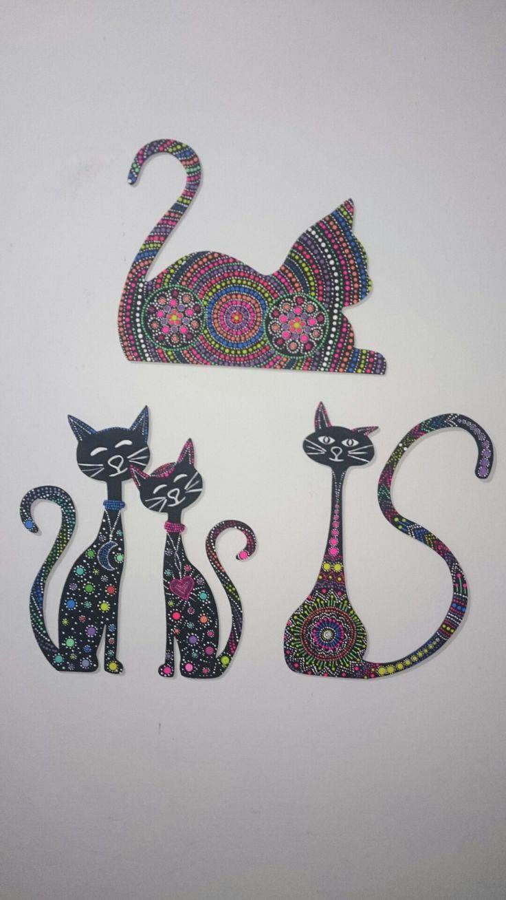 Silueta de gatos en puntillismo