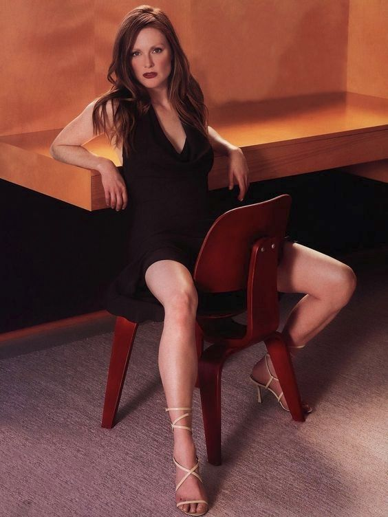 Julianne Moore in a LCW Molded Plywood Lounge Chair