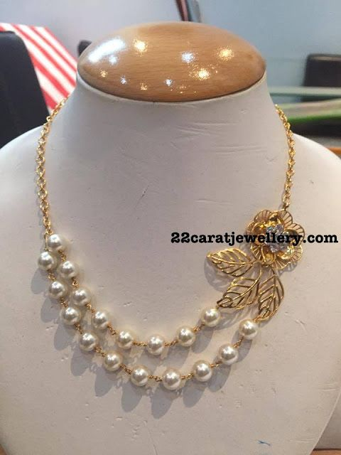 Two Layers Pearl Choker with Rose Motif